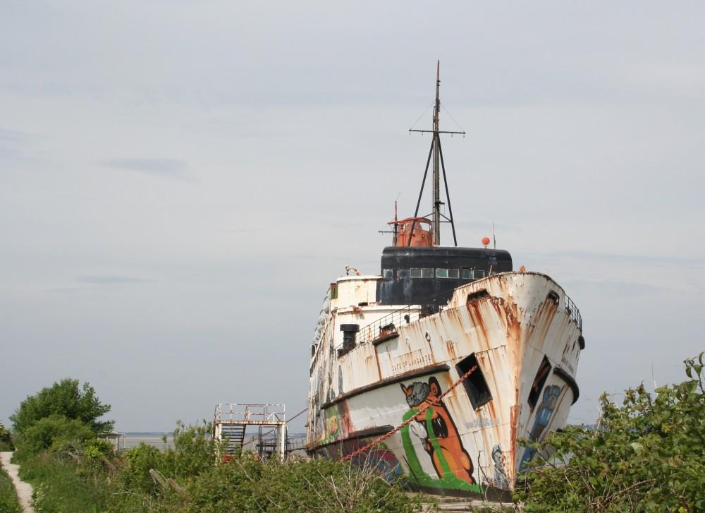 Photo Mission: The Fun Ship (1/6)
